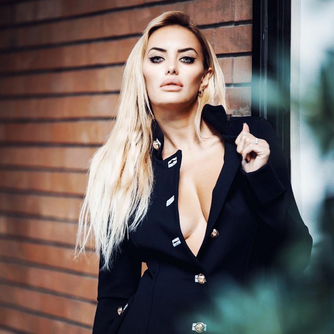 Elena Morali, a dançarina que deu a volta a Lorenzo e Balotelli, diz que não volta a falar de casamento