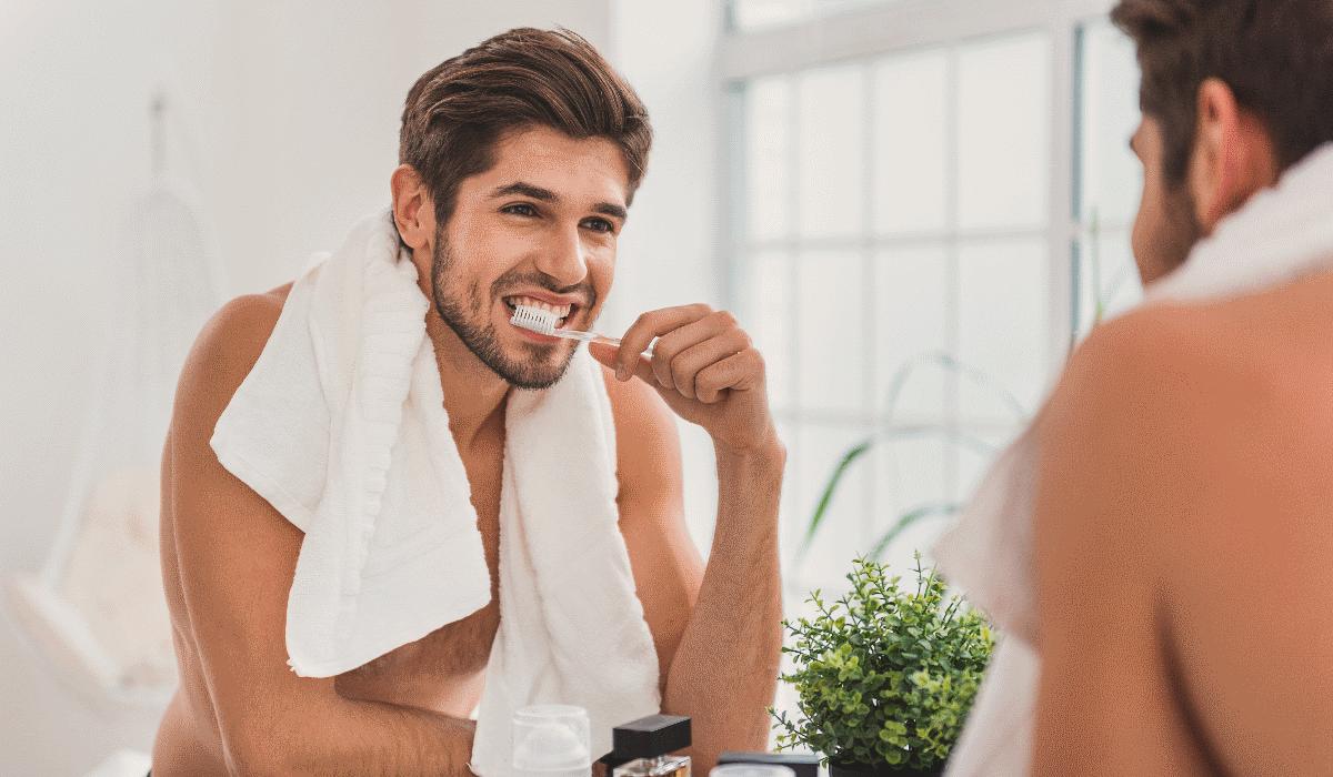 Homens que não escovam os dentes duas vezes ao dia aumentam a probabilidade de fracassar na cama