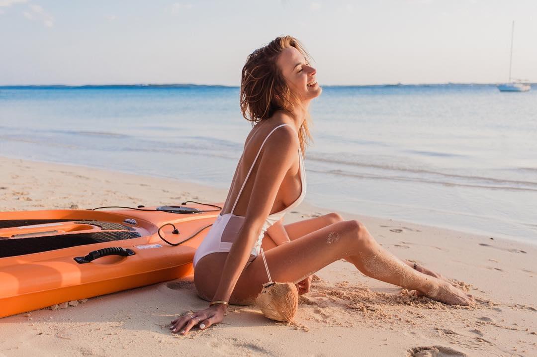 Jena Sims, a atriz que é mais conhecida pela forma como gosta de provocar