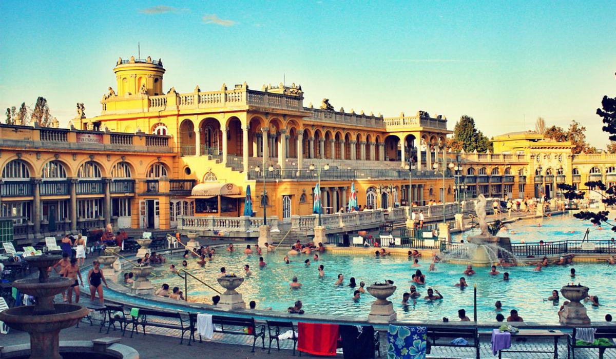 """Budapeste, o destino de contrastes onde """"ir aos banhos"""" faz parte da cultura"""