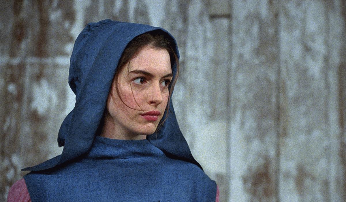 Anne Hathaway revela ter ficado doente depois de perder 11 kg para o papel que lhe valeu o Óscar