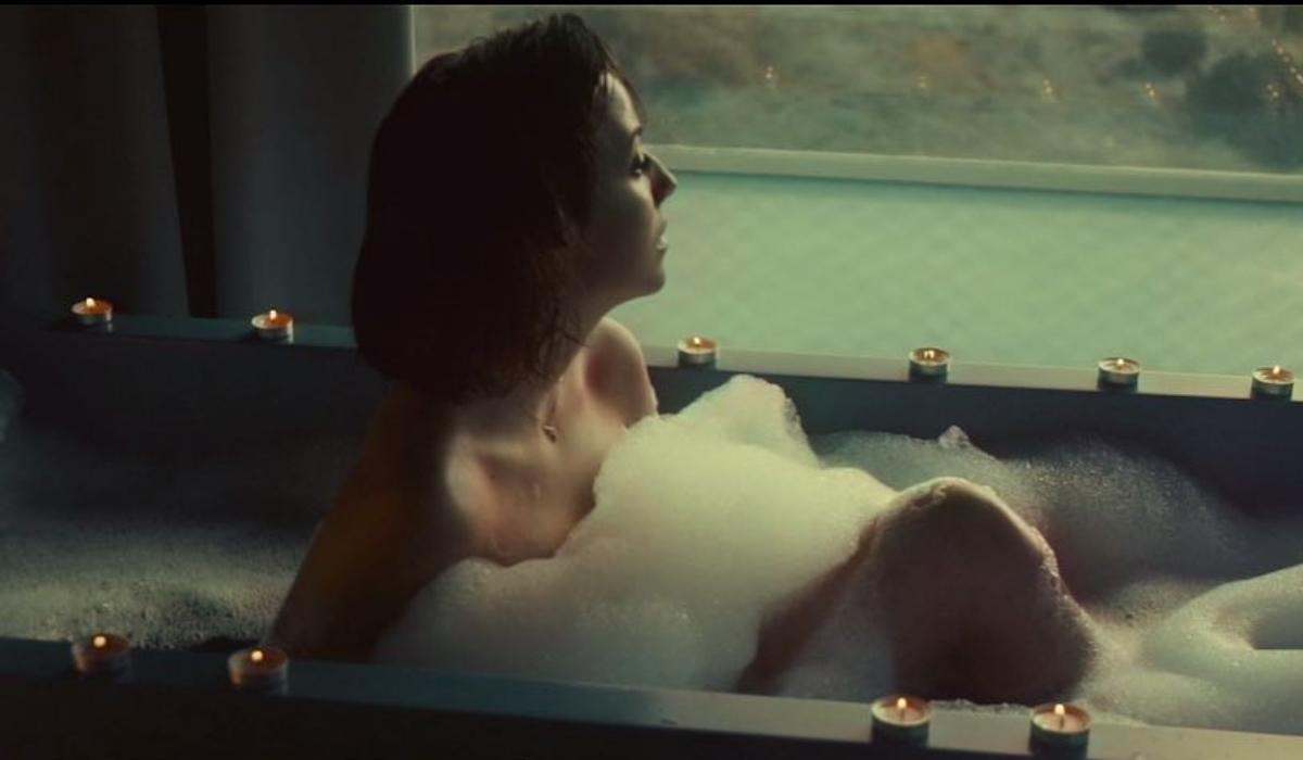 April Ivy, a namorada de Rúben Dias a seduzir como nunca na banheira