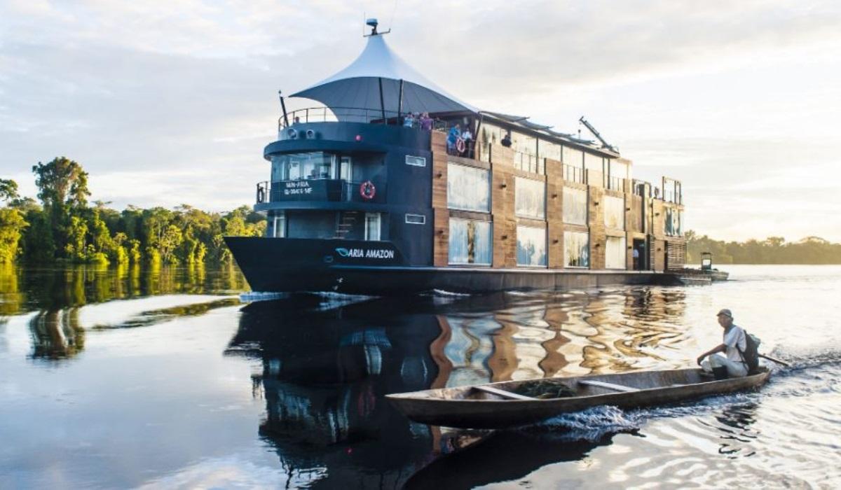 O hotel de luxo que permite uma experiência inesquecível no rio Amazonas
