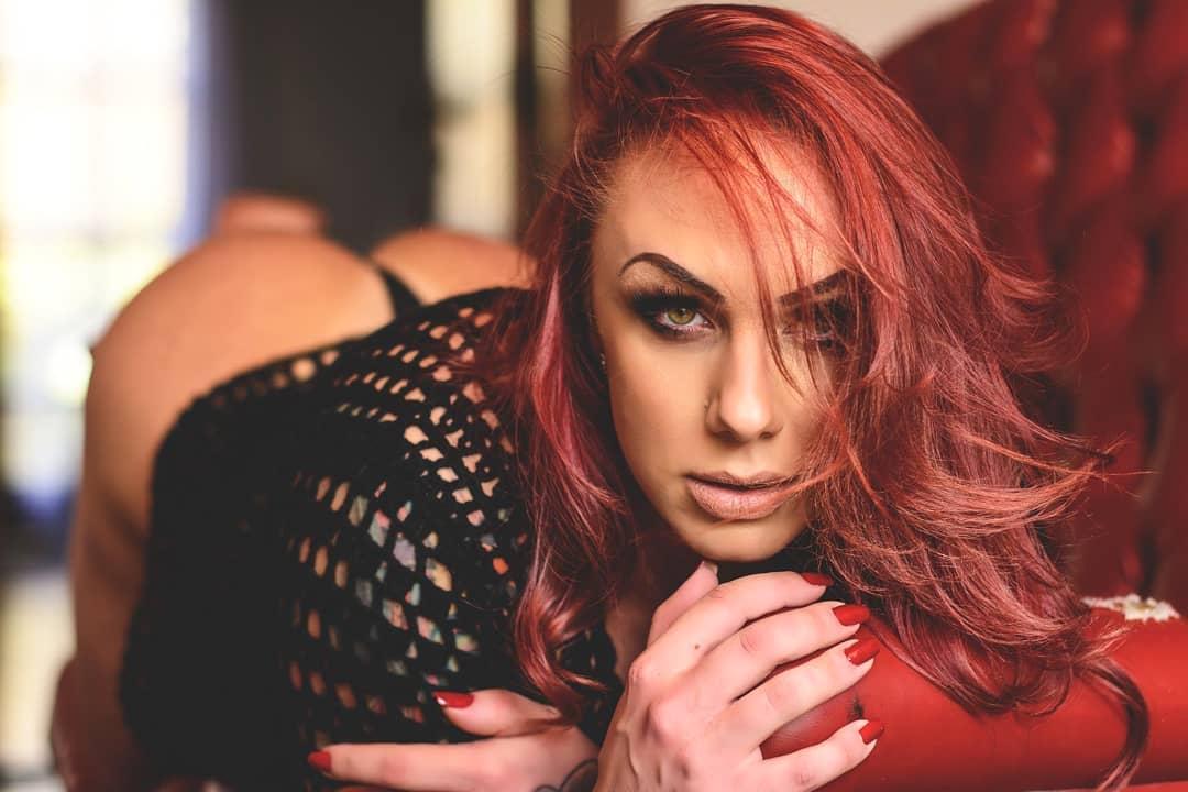 Bruninha Fitness, a atriz porno que é dona do rabo elogiado por Luana Piovani