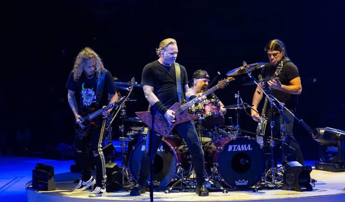"""Metallica surpreendem com versão acústica de """"Enter Sandman"""""""
