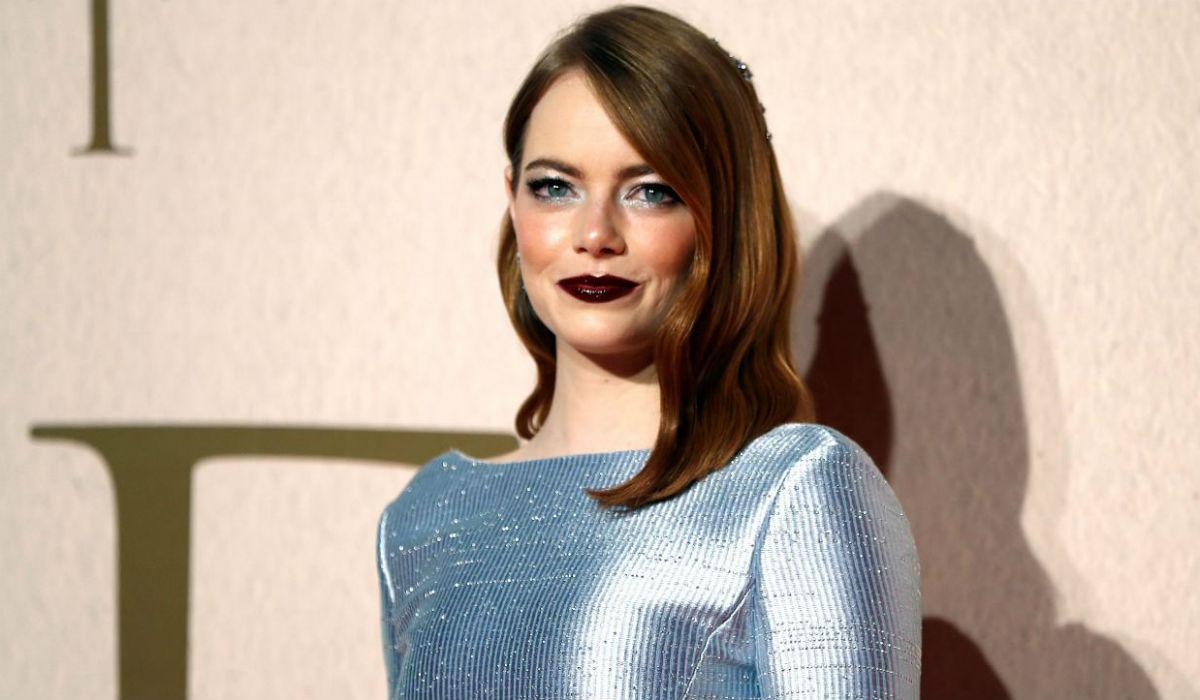 """O filme """"A Favorita"""" chegou a Portugal e com ele traz a nudez inédita de Emma Stone"""