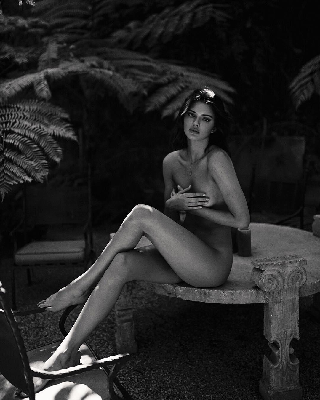 Kendall Jenner posa nua e eleva a sensualidade do clã Kardashian a um patamar nunca antes visto