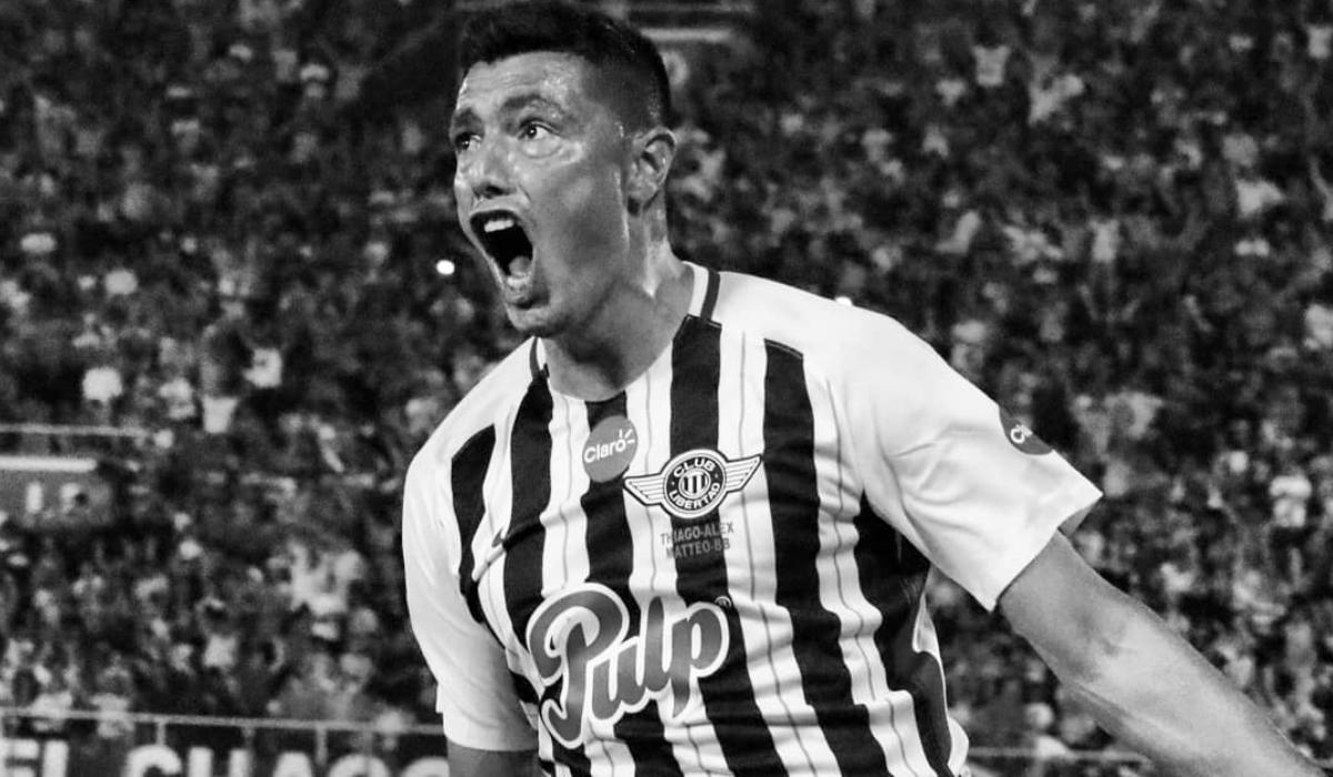 Aos 35 anos Óscar Cardozo ainda marca golos destes