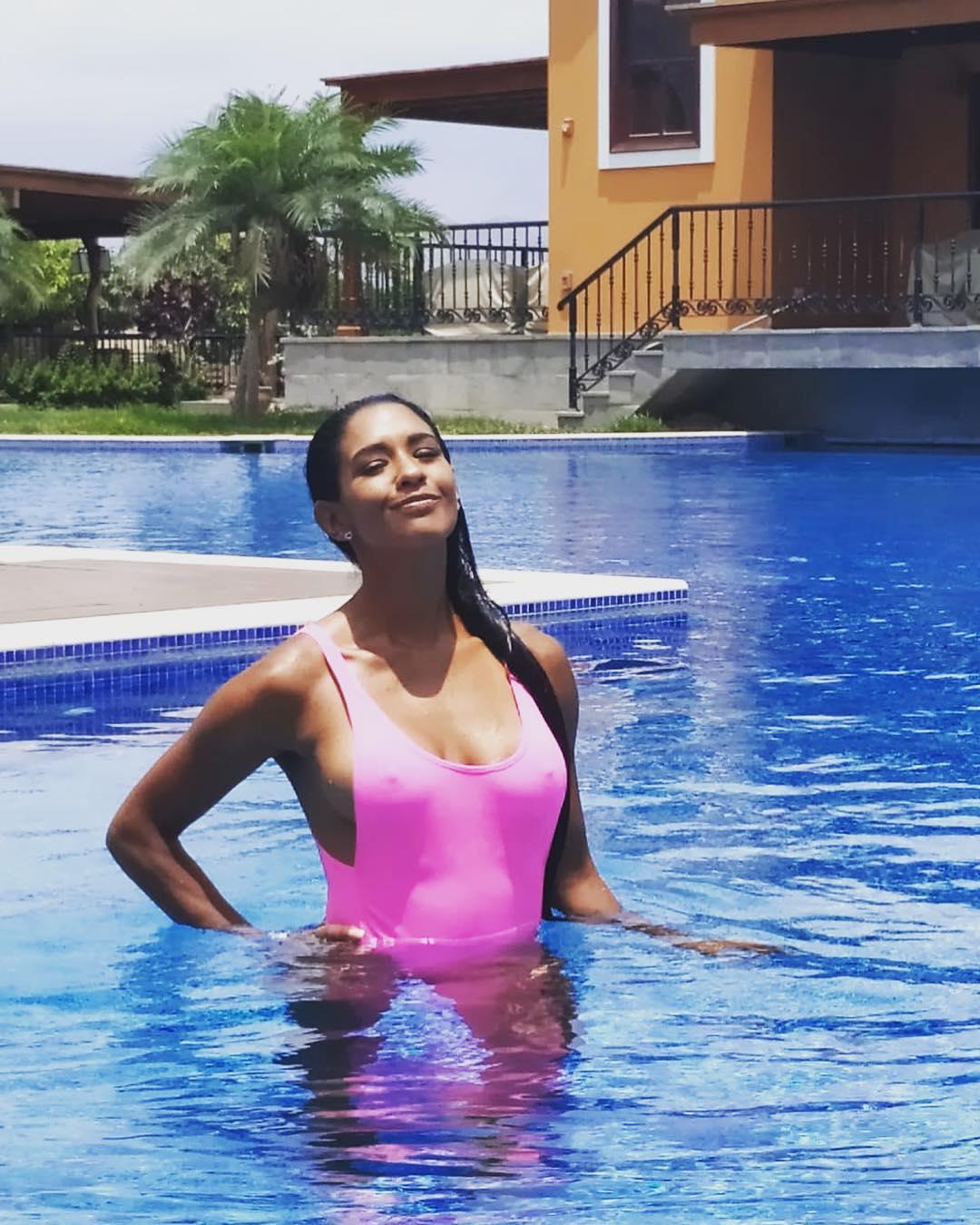 Rocío Miranda, a ex-jogadora de vólei que é criticada por não usar soutien