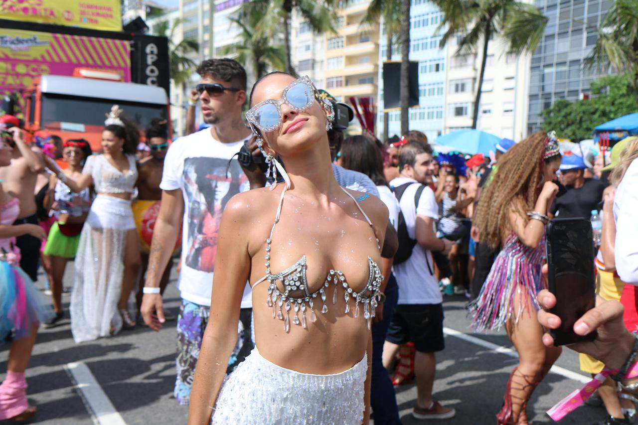 Bruna Marquezine não esconde nada, tanto em relação ao corpo como à vida sexual