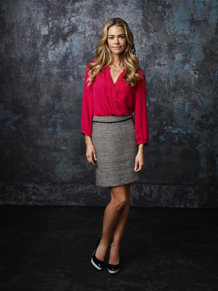 Denise Richards, a bond girl que pondera fazer sexo a três com o marido e Erika Jayne