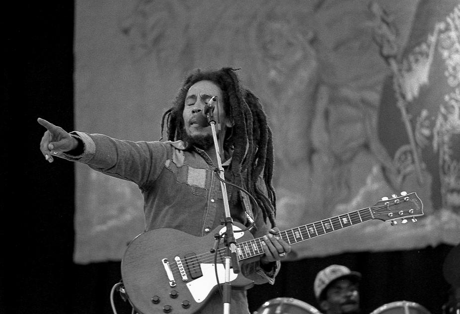 Chris Cornell e mais 21 vocalistas que morreram cedo demais