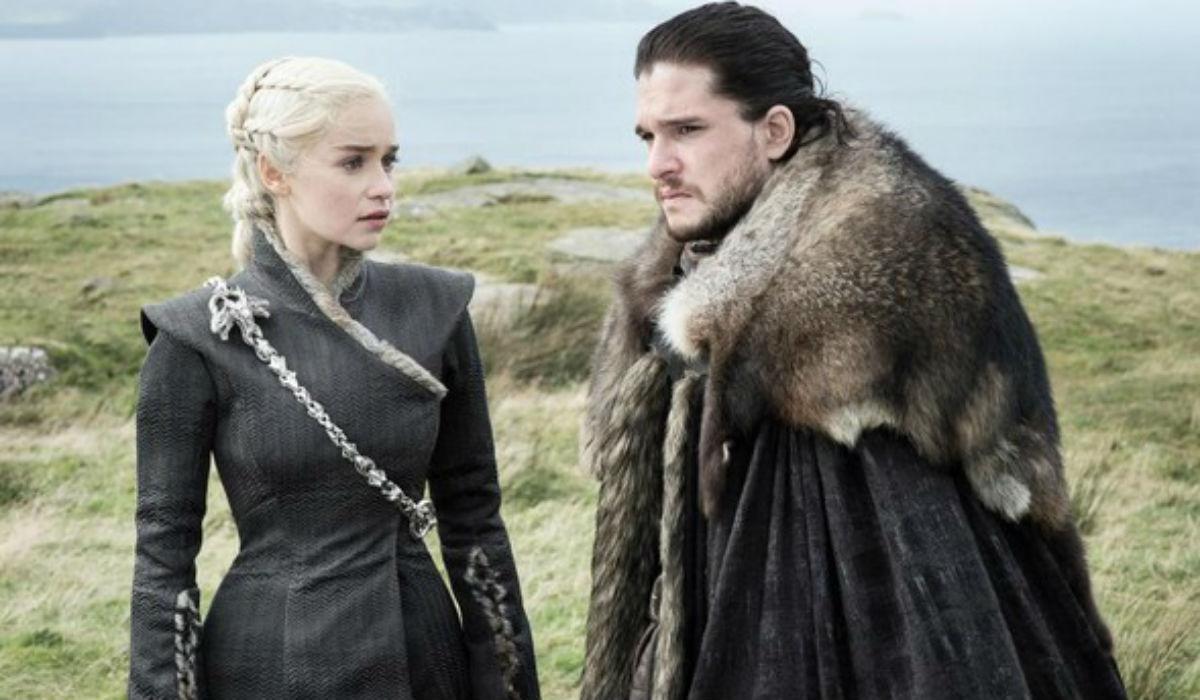 """Emilia Clarke defende cenas de nudez em """"A Guerra dos Tronos"""""""