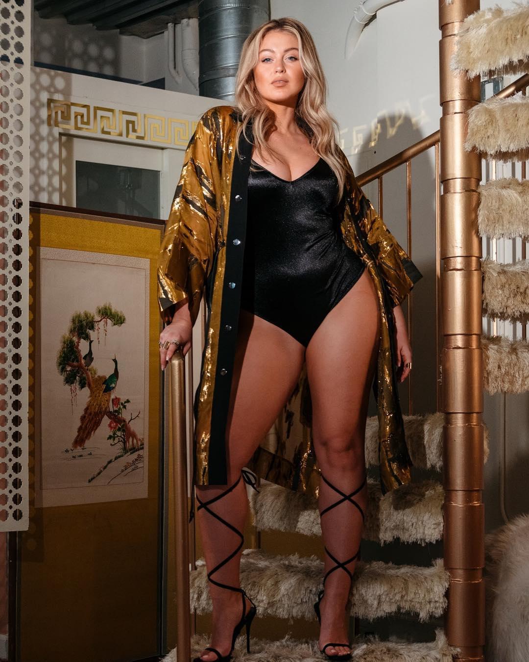 Iskra Lawrence escolhe a ousadia e sensualidade para defender o corpo feminino