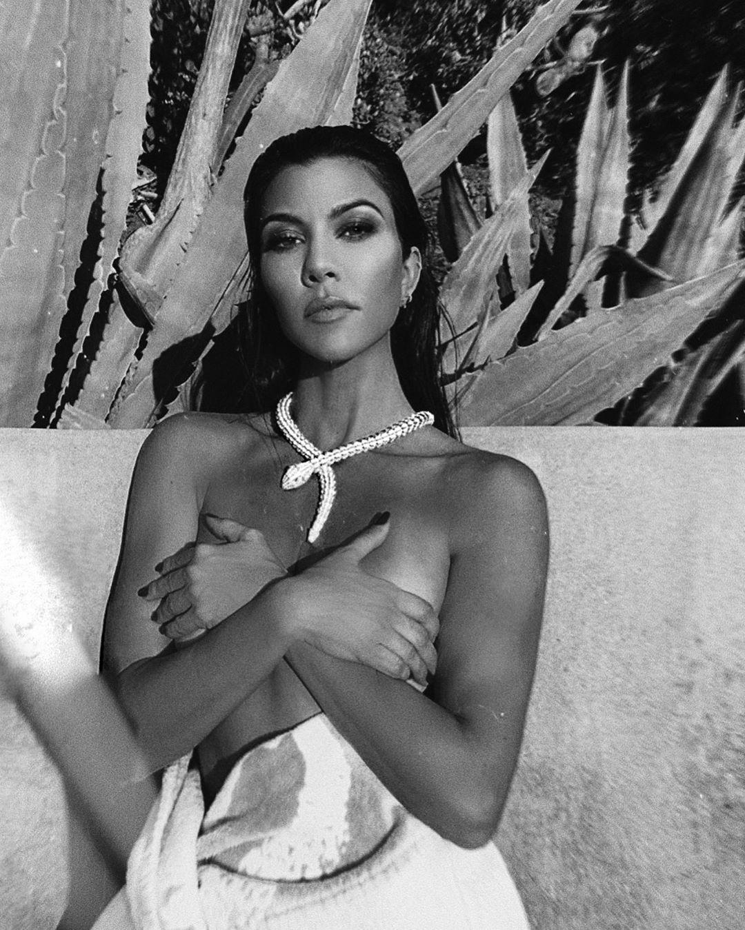 Kourtney Kardashian leva ousadia aos limites, mas a Internet não perdoa