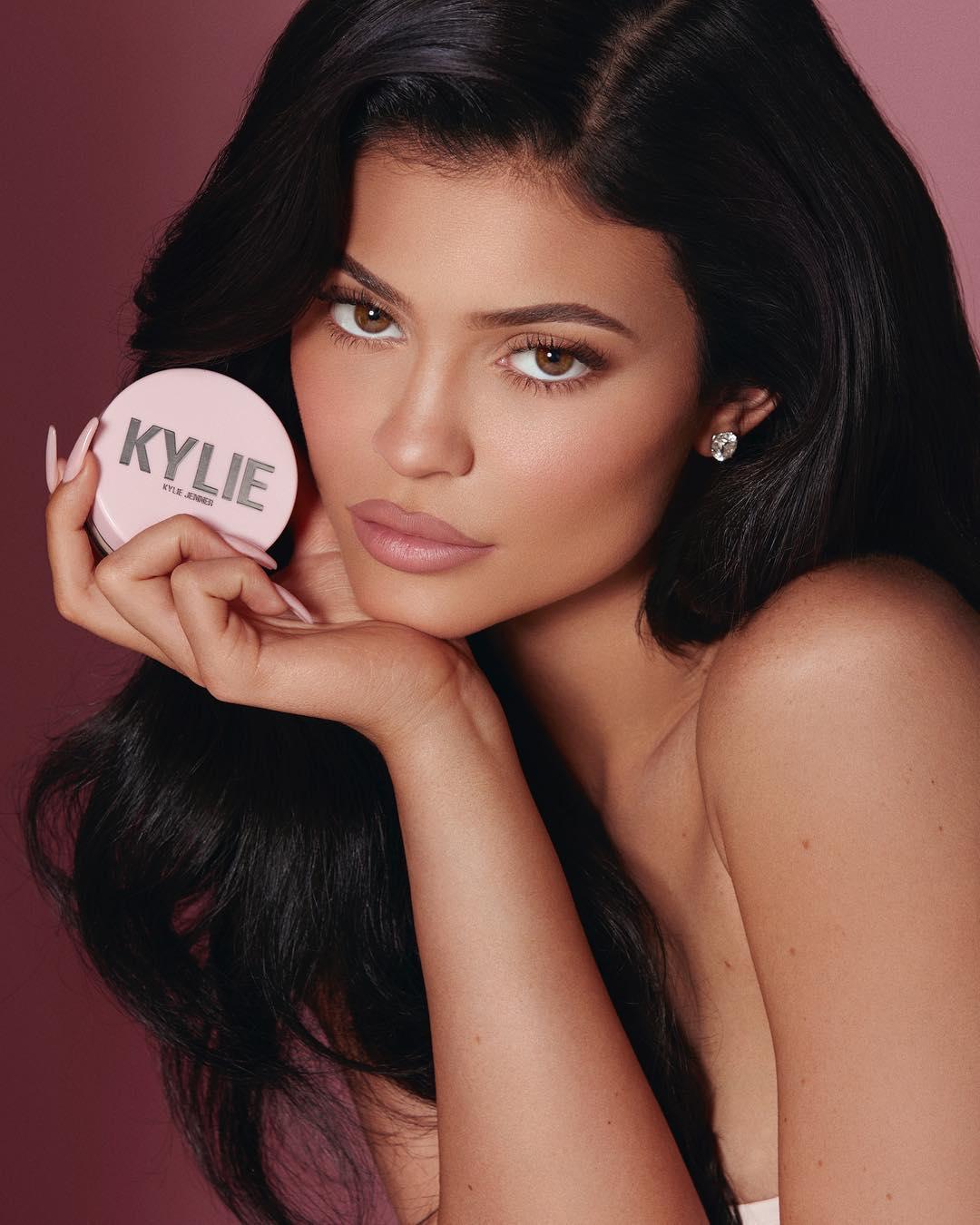 Kylie Jenner é a mais nova (e sensual) bilionária do mundo