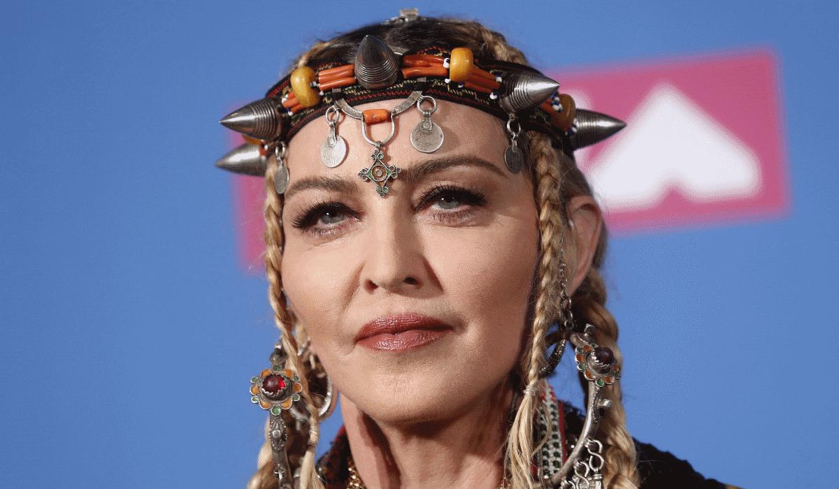Madonna diz adeus a Portugal e a culpa é de um cavalo
