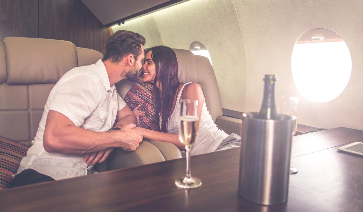 Sexo no avião? Há muita gente disposta a pagar para isso ser possível