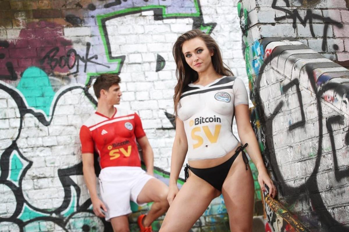 Clube escocês apresenta novo equipamento com modelos em body painting