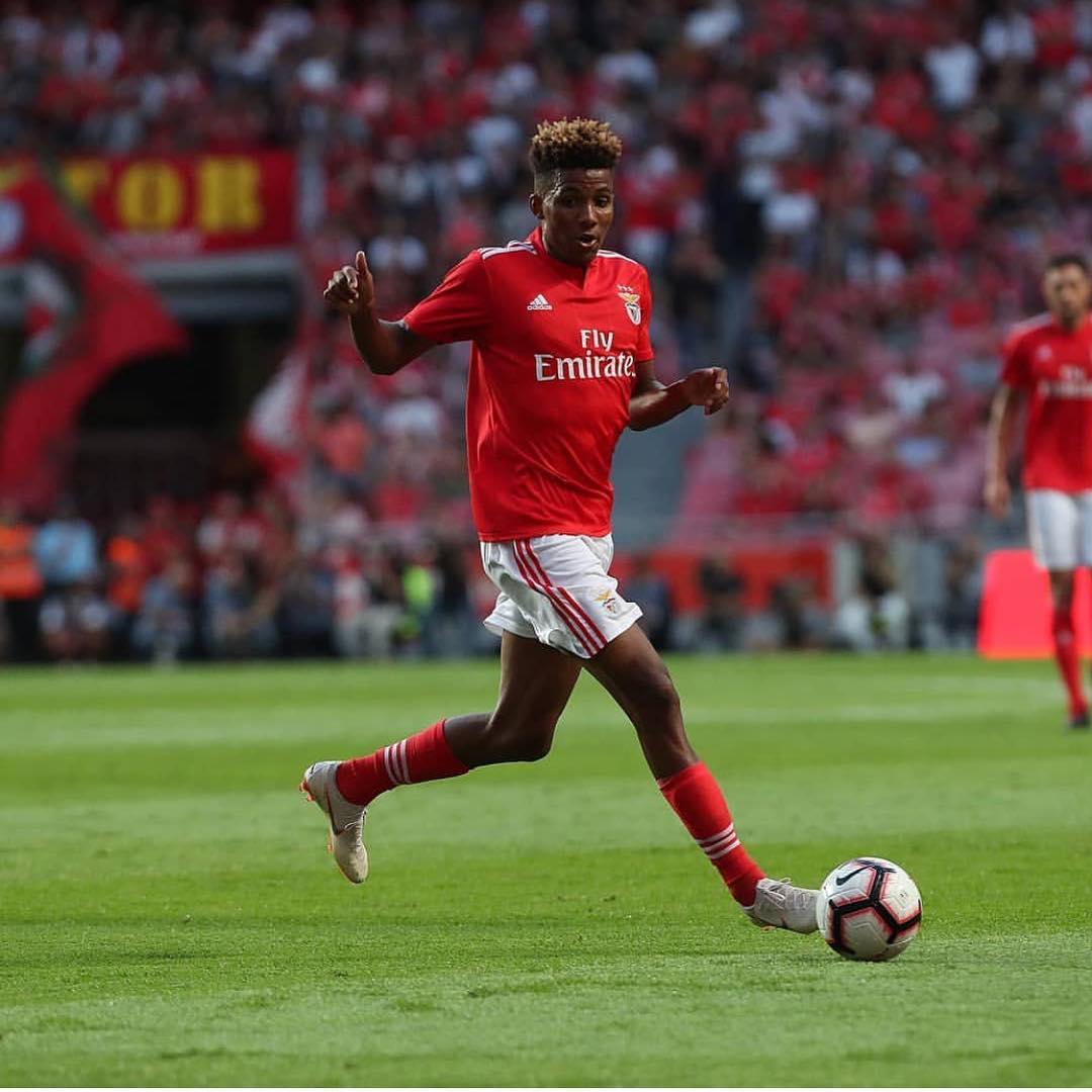 Antoine Griezmann troca Atlético de Madrid por Arsenal e leva consigo dois portugueses do Benfica