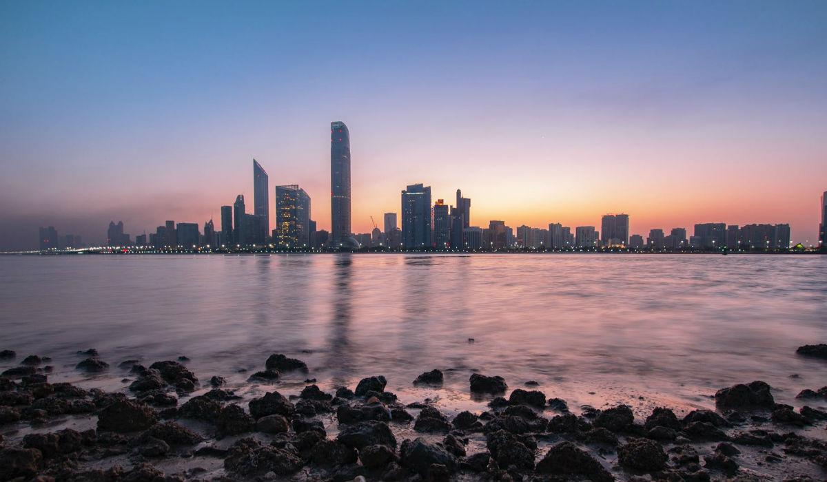 """Abu Dhabi, a capital dos Emirados Árabes onde """"é tudo à grande"""""""