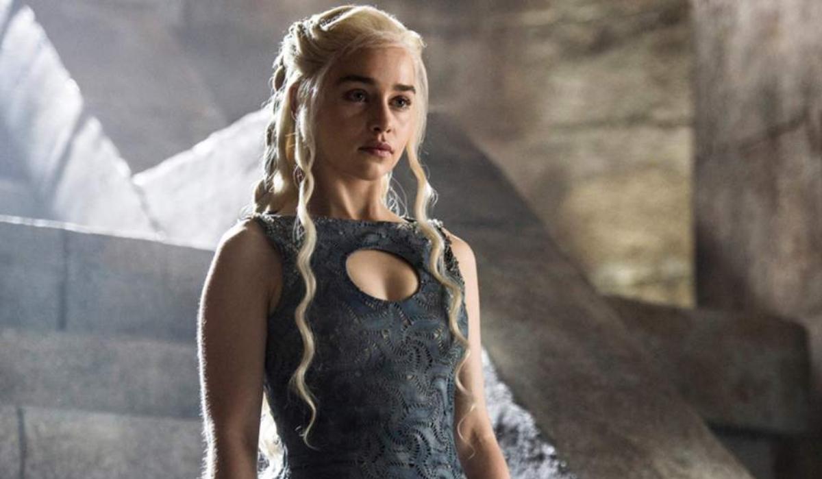 "Sexo impediu Emilia Clarke de ser protagonista em ""As Cinquenta Sombras de Grey"""