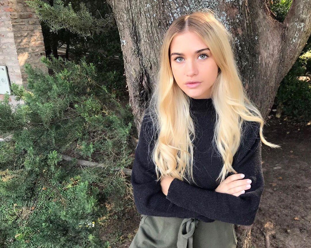 Sofia Calzetti, a modelo que faz Kun Agüero tirar os olhos da baliza