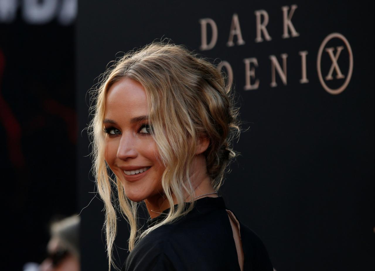 Jennifer Lawrence e o decote que arrasa com qualquer super-herói