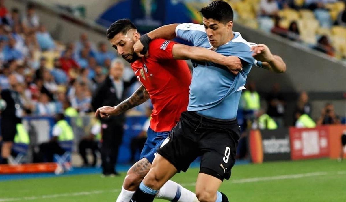 Suárez protagoniza momento insólito ao pedir mão na bola de guarda-redes