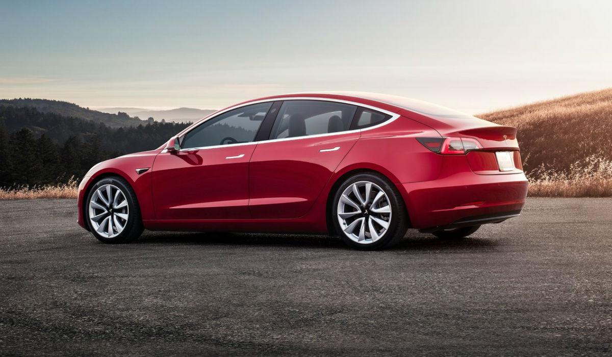 Tesla Model 3, rápido a acelerar e a carregar