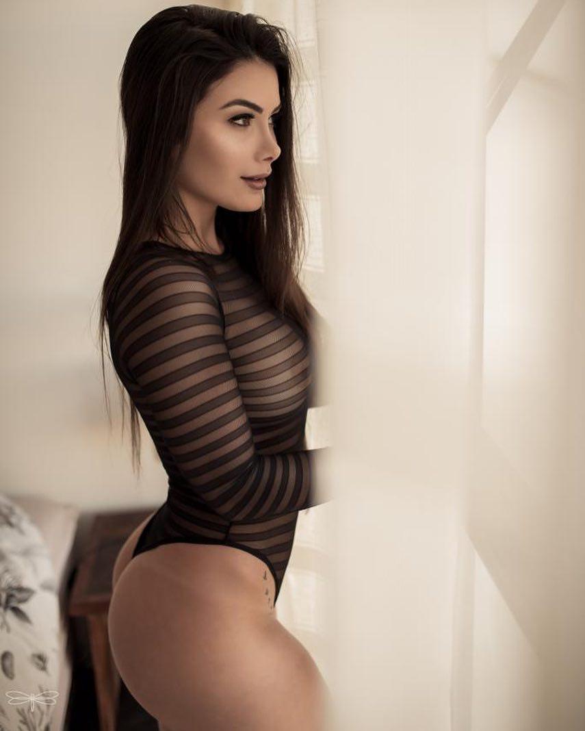 Ana Karoline Nazário, a estudante de 22 anos que é a nova namorada de Romário