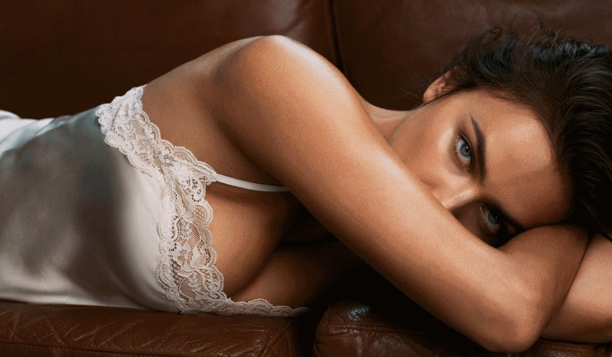 Irina Shayk assinala regresso à vida de solteira com foto ousada