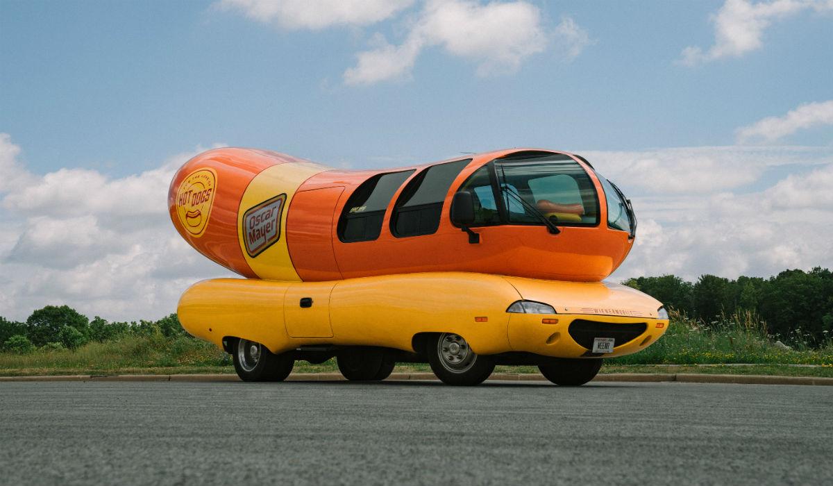 Wienermobile, um hotdog sobre rodas no qual pode dormir