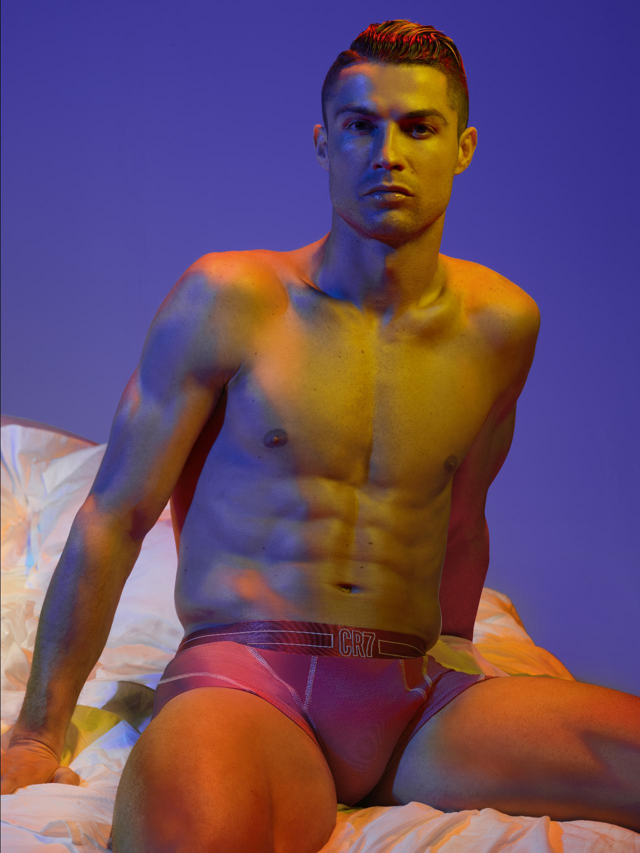 Cristiano Ronaldo inspira-se no verão e nos sunsets para criar nova coleção de roupa interior