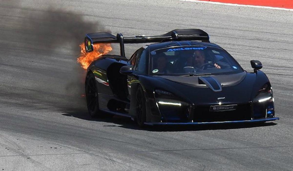 McLaren Senna começa a arder numa demonstração em pista