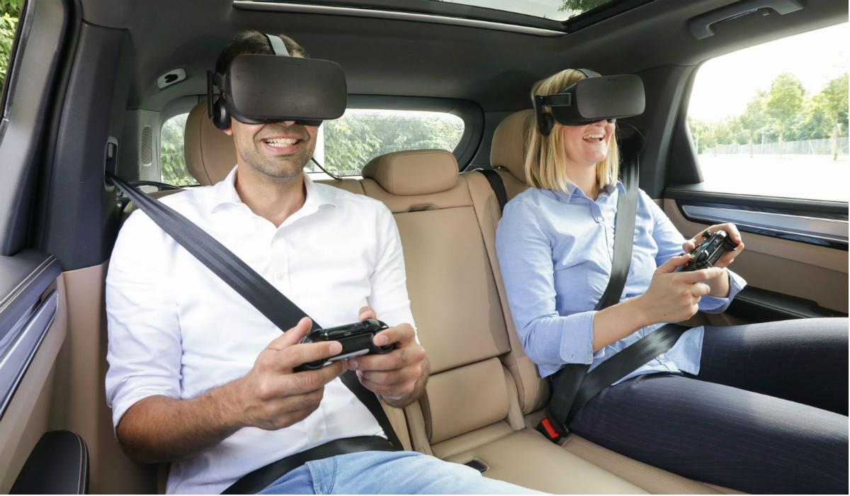 Porsche e Holoride mostram headset de VR que se adapta ao trajeto