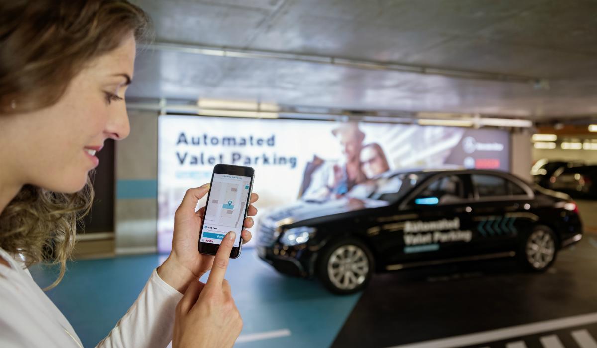 Mercedes divulga vídeo de carro a estacionar sem condutor