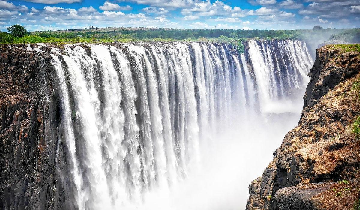 Victoria Falls, as maiores cataratas do mundo e as incríveis atividades em seu redor