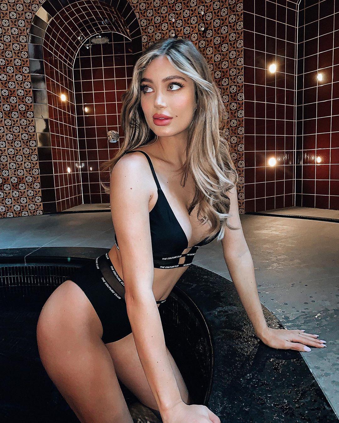Belle Lucia, a modelo de sangue português com os seios mais polémicos do momento