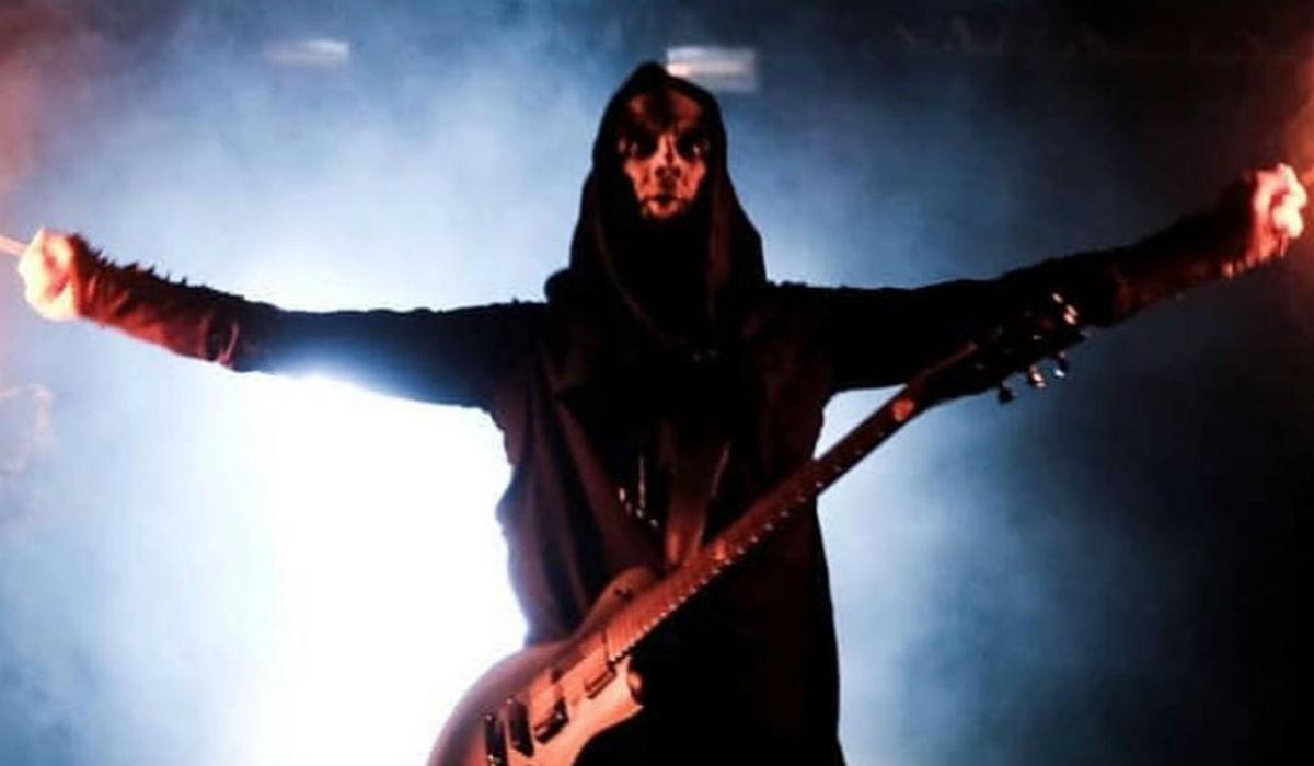 Casal faz sexo oral durante concerto da banda Behemoth
