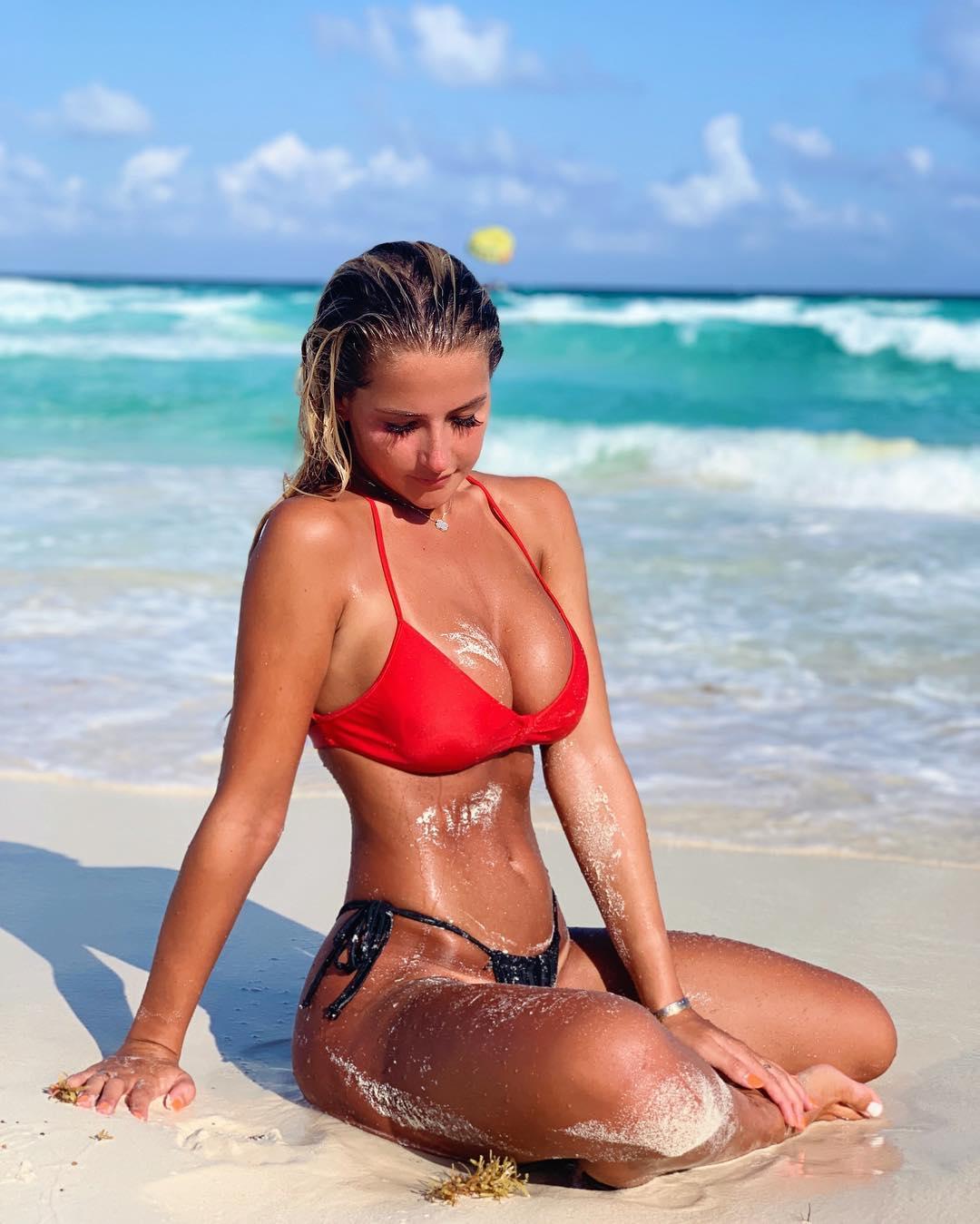 Kiki Passo, a brasileira que aquece a temperatura do futebol americano