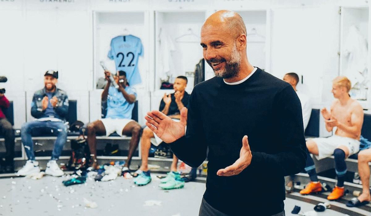 Guardiola dá uma abada aos jogadores do Manchester City e torna-se viral