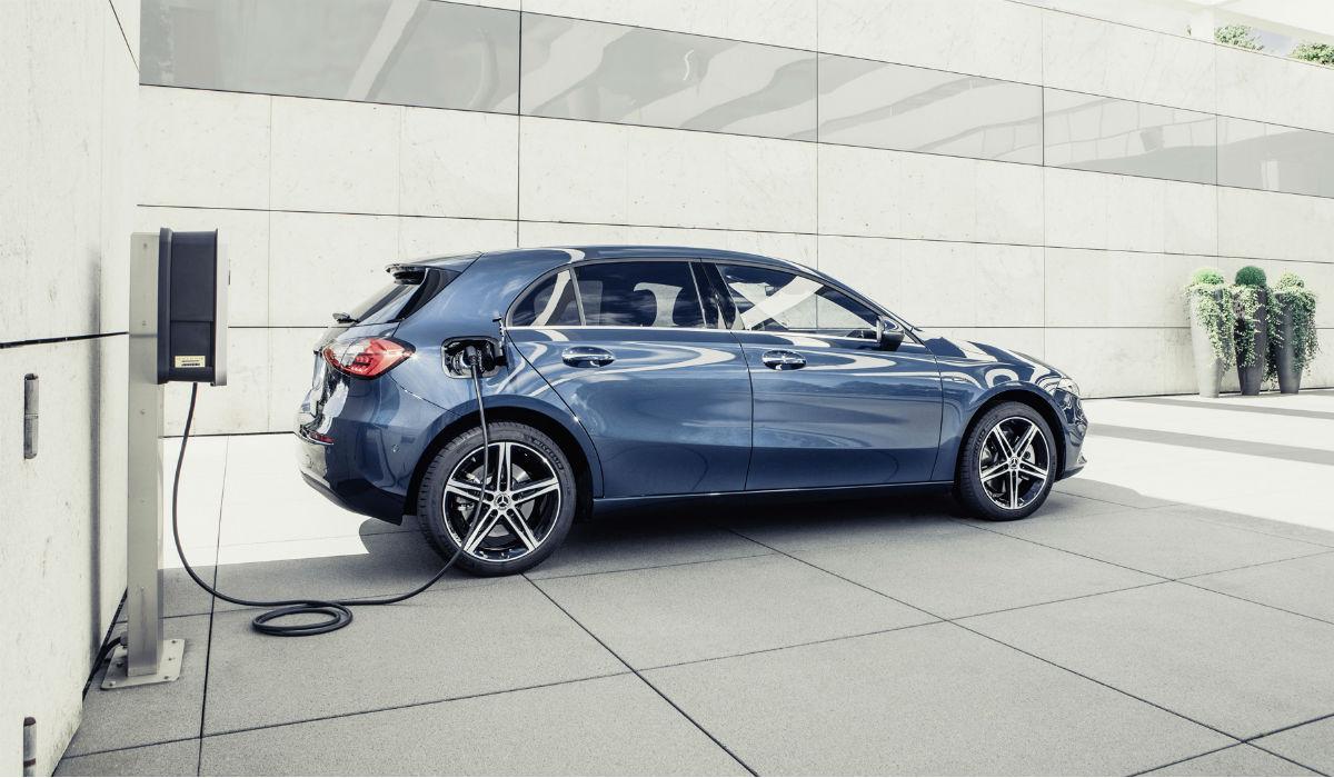 Mercedes-Benz revela versões híbridas plug-in dos Classe A e B