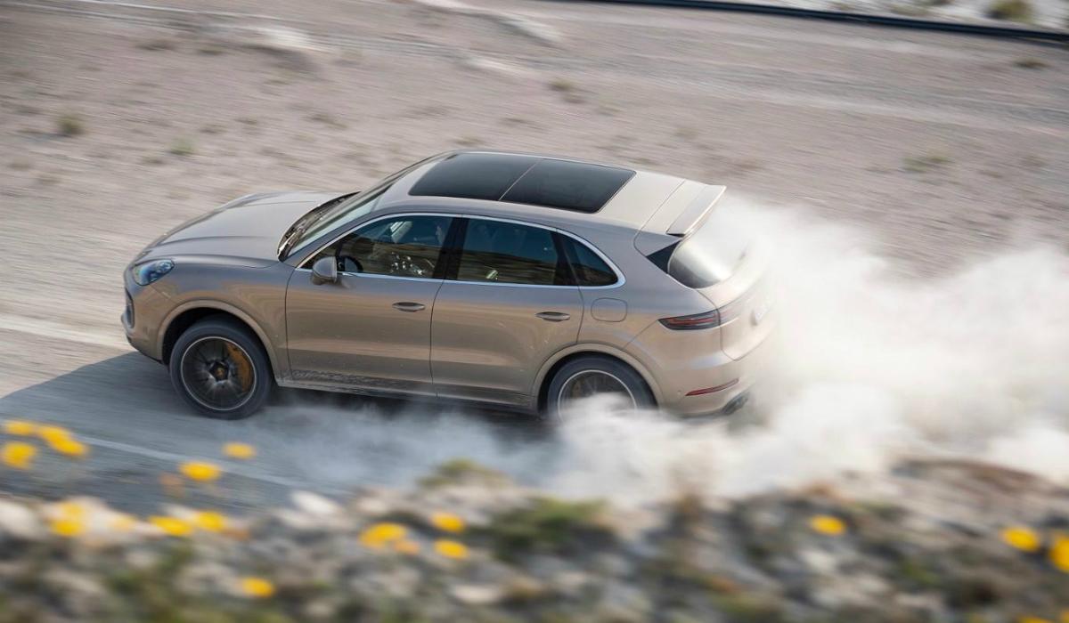 Porsche Cayenne Turbo S E-Hybrid também sabe andar fora de estrada