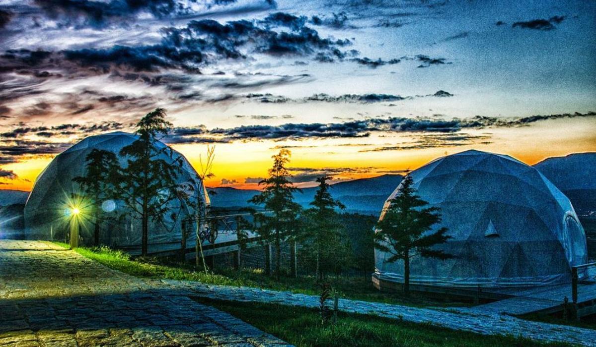 Natura Glamping, o turismo de luxo no Fundão onde pode dormir em iglôs gigantes