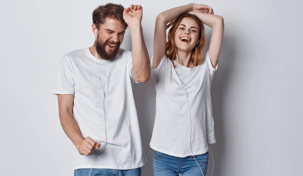 Casais que ouvem música juntos fazem muito mais sexo