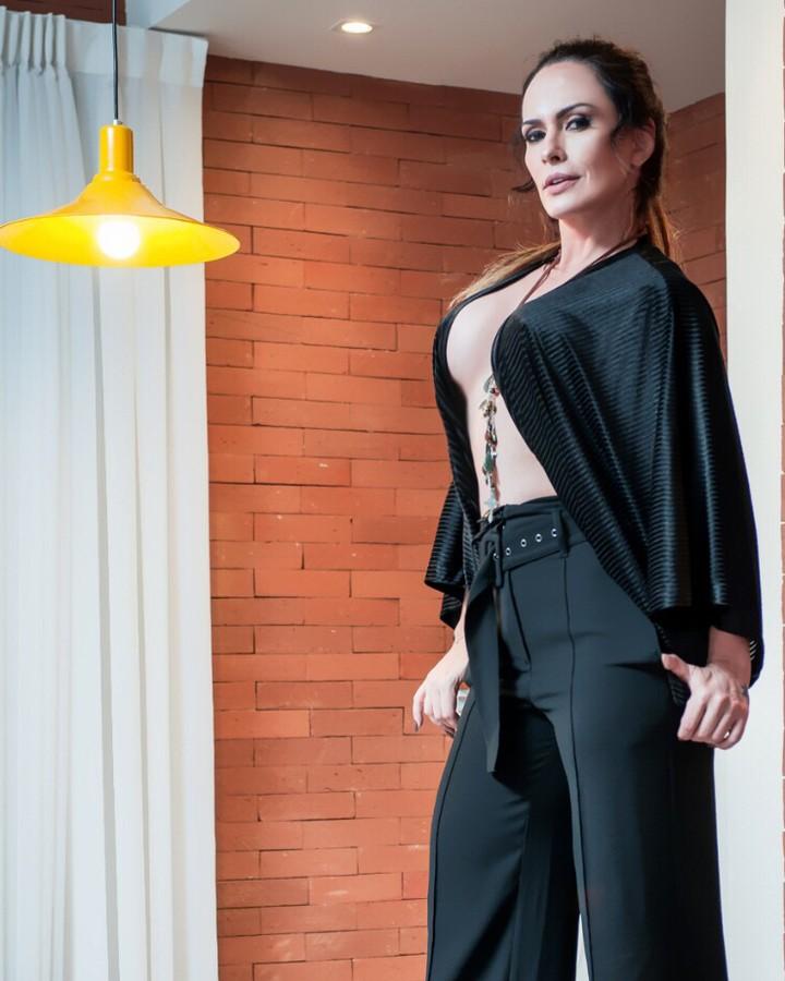 Núbia Óliiver, a modelo que já fez sexo com 400 homens