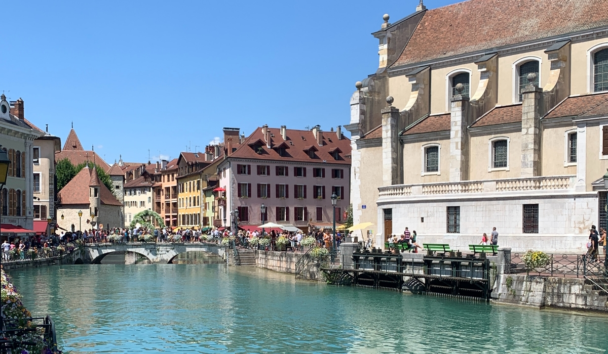 Annecy, a Veneza francesa dos Alpes é banhada por um dos mais bonitos lagos do mundo