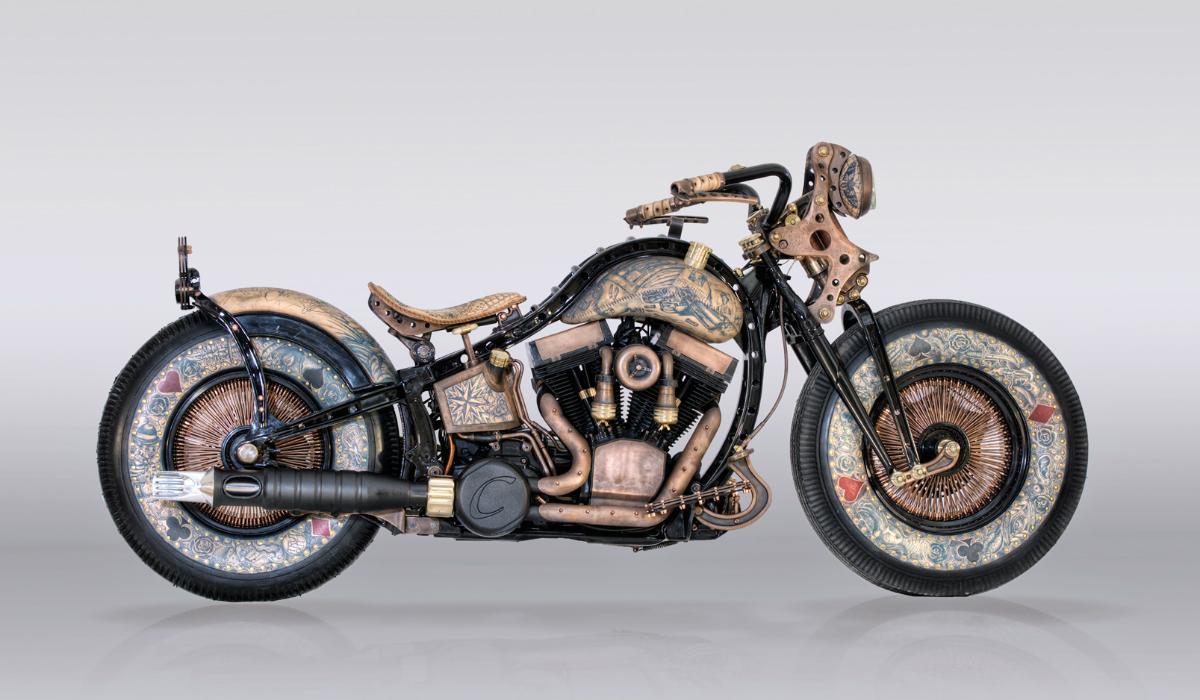 É admirador de tatuagens? Esta Harley-Davidson tem várias