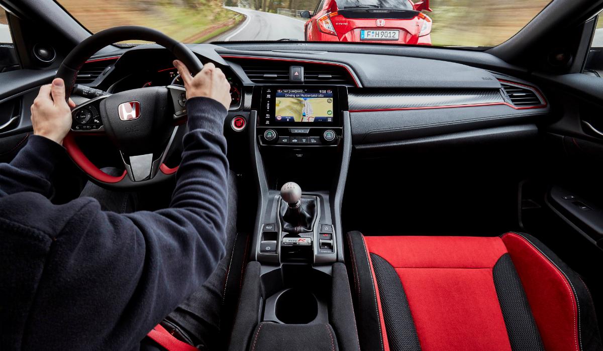 Prazer de condução: 10 carros que continuam a apostar em caixa manual